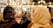 হিজাববিরোধী আইনের প্রতিবাদ করলেন অমুসলিম নারীরা!